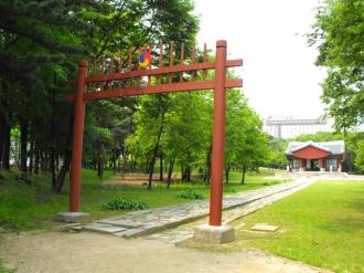 Seonjeongneung Park, királyi párok síremléke.