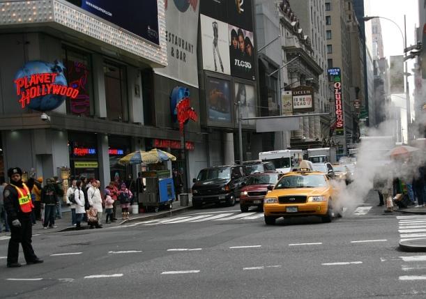 """New York azon városok egyike, ahol nem csak víz és gáz, de központi gőzrendszer is működik, s ez """"füstöl"""" mindenütt"""