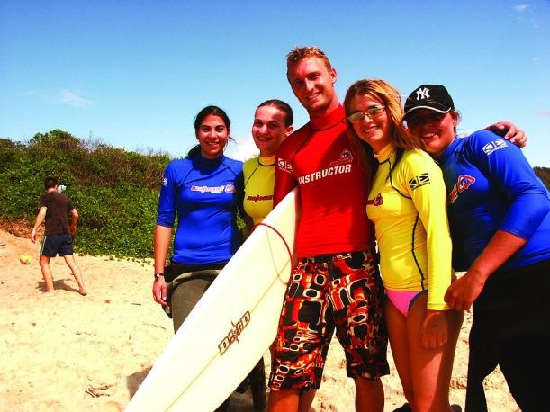 Akár szörf-instruktor tanfolyamra is beiratkpzhatsz, elég csajozós/pasizós hivatásnak tűnik!