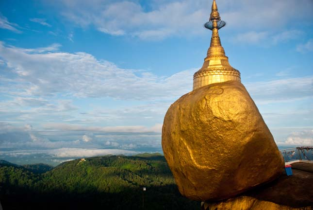 Visiting the Golden Rock, Kyaiktiyo, Myanmar
