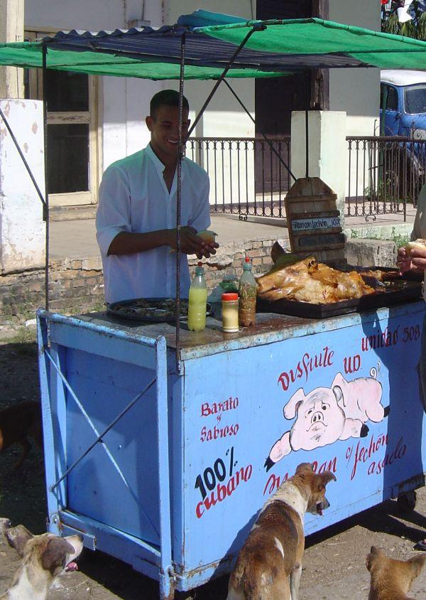 street_food_kubai_modra_pan_con_lechon
