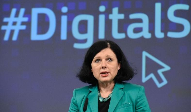 Vera Jourova biztos asszony is csak néz, mik mennek a digitális térben
